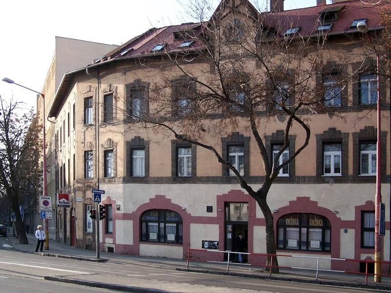 76623f674 Staromestská knižnica - pobočka Karadžičova. Karadžičova 1