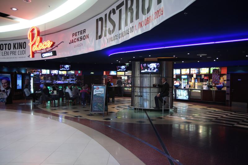 458184d06 Počet kinosál: 8. Cinema City Polus